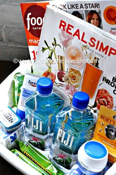 Room Essentials Great ideas to make your guests feel at home! Including lists of items to purchase ahead of time!Great ideas to make your guests feel at home! Including lists of items to purchase ahead of time! Guest Basket, Guest Room Baskets, Guest Room Decor, Guest Room Essentials, Apartment Essentials, Apartment Ideas, Cadeau Surprise, Just In Case, Just For You