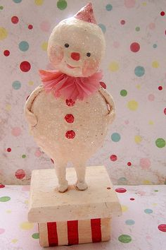 I just love snowman, I have an ornament from my childhood that has to go on the tree every year...(this is not it  )