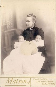 proud mother of twins Vintage Pictures, Old Pictures, Vintage Images, Old Photos, Children Pictures, Vintage Twins, Vintage Children, Twin Photos, Two Of A Kind