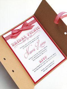 Ces invitations adorable 5 x 7 sont parfaites pour nimporte quel douche nuptiale de pique-nique ! Le plaid bow et lacets enceinte ajoutent une touche spéciale qui ne manquera pas épater tous vos invités. Prix indiqué est pour linvitation avec enveloppe seulement. Inclut les enveloppes. Disponible dans dautres couleurs. Aucune commande minimum requis. Des réductions sur les ordres de plus de 20 invitations. Livraison gratuite sur les commandes plus de $100. Invitations peuvent être modif...