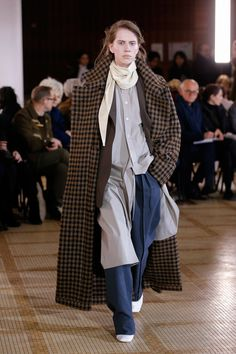 Lemaire Fall 2018 Ready-to-Wear collection, runway looks, beauty, models, and reviews.