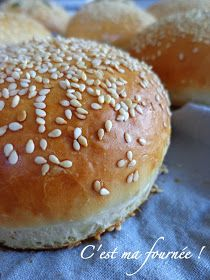 Hamburger buns, actually the bread that it takes to achieve success . Hamburger buns, actually the bread that it takes to make your do-it-yourself burgers a hit Hamburger Meat Recipes, Hamburger Buns, Naan, Raw Food Recipes, Cooking Recipes, Ham Recipes, Salad Recipes, Cooking Eggplant, Beste Burger