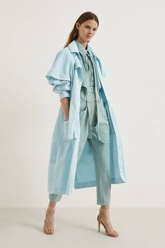 business mode damen See all the Collection photos from Stella McCartney Spring/Summer 2020 Resort now on British Vogue 2020 Fashion Trends, Fashion Week, Fashion 2020, Love Fashion, Runway Fashion, Fashion Show, Fashion Looks, Womens Fashion, Fashion Rings
