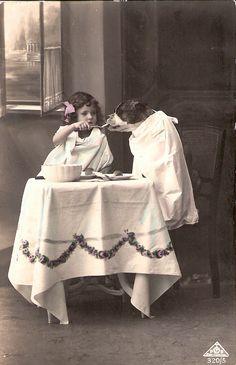 vintage everyday: 17 Interesting Vintage Photos of Children Feeding Animals