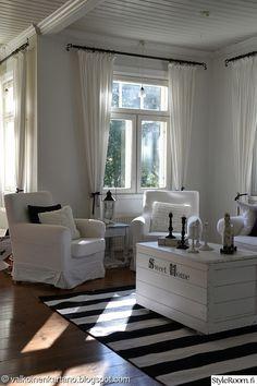 olohuone,kynttilät,valkoinen,sohva,maalaisromanttinen