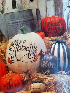 Cute ideas for multiple pumpkins for fall porch decor.