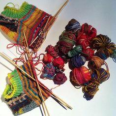 Ankelsokker av 52 gram sokkegarn rester.  #strikk #strikking #strikkedilla #strikkesokker #restefest #restefest2016 #sokkegarn #anklesocks #ankelsokker #sommerstrikk #sommerstrik #iloveknitting #sokker #knit #knitlove