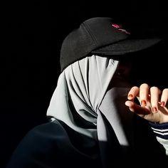 "PP MURAH RAMADHAN 👉DM 😉 di Instagram """"Seperti matahari merindukan bulan. Walaupun mereka berada pada tempat yang sama, tapi mereka tidak bisa bertemu walau hanya memandang satu…"" Hijab Dp, Hijab Niqab, Casual Hijab Outfit, Muslim Hijab, Hijab Chic, Mode Hijab, Hijabi Girl, Girl Hijab, Muslimah Wedding Dress"