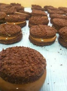ROMANY CREAMS Ingredients 300 grams of butter ( room temperature ) ... 1 cup of sugar 1 egg 1/4 cup of oil 3 &1/2 cups of cak...