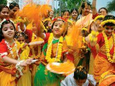 Children in Kolkata (Calcutta), India, participate in the colorful Hindu festival of Holi. Holi is a celebration of spring. Fairs And Festivals, Hindu Festivals, Indian Festivals, Upcoming Festivals, Local Festivals, Holi Festival India, Holi Festival Of Colours, Holi Celebration, Happy Holi