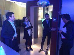François Durollet PGA @LaFondationFACE découvre #celiane dans le showroom Legrand. #FondationLegrand