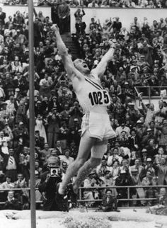 Bob Richards '47, '48: Three-time U.S. Olympic pole vaulter (1948, 1952, & 1956) who won two gold medals; was featured on Wheaties Cereal boxes from 1957-1970; was named to the U.S. Olympic Hall of Fame in 1983
