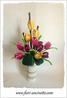 Make this arrangement flowers is very easy with pattern of ebook and video tutorial on Youtube :)