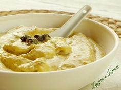 La salsa tonnata è un condimento molto goloso che si utilizza principalmente per accompagnare un buon piatto di vitello tonnato.