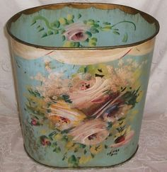 Lovely hand painting on this bucket Shabby Vintage, Vintage Tins, Vintage Roses, Vintage Decor, Decoration, Art Decor, Decoupage, Painted Trays, Diy Décoration
