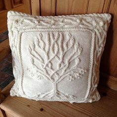 Ravelry: annemariep's Celtic Tree Pillow
