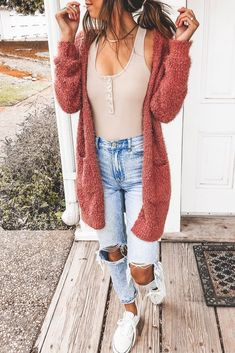 Casual women's cardigan outfit for fall! Layering this fuzzy rust cardigan with .,Casual women's cardigan outfit for fall! Layering this fuzzy rust cardigan with a bodysuit and distressed light-wash jeans is the way to go. Cute Winter Outfits, Cute Casual Outfits, Edgy Outfits, Mode Outfits, Spring Outfits, Cold Spring Outfit, Cute Everyday Outfits, Ootd Spring, Cute Outfits With Jeans