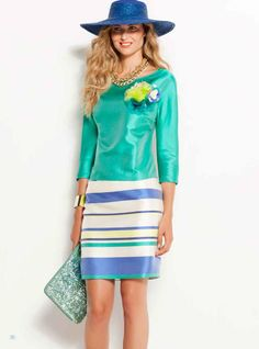 Vuelve el verde! Aquí os dejamos un precioso estilismo en rayas verdes y azules exclusivas de nuestra colección.   Turns green! Here you have a beautiful styling in unique green and blue stripes from our collection.