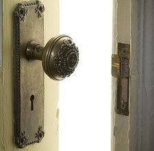 How to clean antique brass door hardware... Going to need this for the new house.