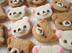 How cute are these mini bear sandwiches, they would be just great for any kids teddy bear picnic party. Rilakkuma, Finger Foods For Kids, Teddy Bear Party, Teddy Bears, Tart, Bento Recipes, Bento Ideas, Cupcakes, Tea Sandwiches