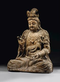 Importante statue de Guanyin en bois. Chine, début de la dynastie Ming (1368-1644). Photo: Christie's Images Ltd 2012. A Large Wood Figure of Guanyin, China, early Ming dynasty.