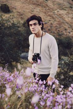 I love you Ethan Grant Dolan ♡ Dolan Twins Wallpaper, Dollan Twins, Ethan And Grayson Dolan, Identical Twins, Poses, Beautiful Boys, Beautiful Pictures, Just In Case, Guys
