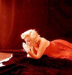 Marilyn Monroe (1957)  (Taken by Milton Greene)