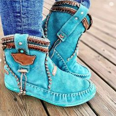 The bohemian pattern is one of the greatest ones. In the present post we are goi… The bohemian pattern is one of the greatest ones. In the present post we are going to glance through amazing boho chic shoes to take a stab at the boulevards… Botas Boho, Bohemian Shoes, Bohemian Style, Mode Hippie, Over Boots, Azul Tiffany, Moccasin Boots, Blue Boots, Sweater Boots