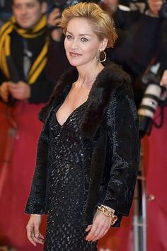 Sharon Stone afirmă că nu a recurs niciodată la bisturiu! Sharon Stone, Hollywood, Beauty News, Iconic Women, New Things To Learn, Red Carpet Fashion, American Actress, My Photos, Actresses