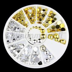 Kullan ja hopean väriset kynsikoristeet