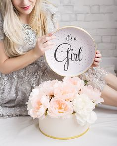 Best Baby Bump Month By Month Gender Reveal 20 Ideas - Baby❤️ - Pregnancy Month Pregnancy Bump, Pregnancy Months, Pregnancy Photos, Baby Announcement Shoes, Gender Reveal Announcement, Baby Halloween Costumes For Boys, Baby Girl Halloween, Baby Bump Pictures, Maternity Pictures