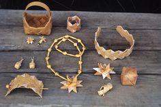 Neverhåndverk på Finnskogen. Illustrasjonsbilde fra Nye Bonytt 1977. @ DigitaltMuseum.no Xmas Crafts, Diy And Crafts, Arts And Crafts, Birch Bark Crafts, Hawaiian Crafts, Viking Reenactment, Weaving Designs, Modular Origami, Weaving Art