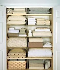 Steps to Organization: Spring Cleaning - Organizing Your Linen Closet Linen Closet Organization, Closet Storage, Organization Hacks, Bathroom Organization, Organizing Ideas, Ideas Armario, Organizar Closet, Linen Cupboard, Linen Storage