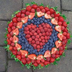 Live Pure Jenna used organic Driscoll's berries to create this beautiful for us this summer! Bring some berry love to any get together with this fun and bright dish! Party Food Platters, Food Trays, Fruit Trays, Party Trays, Fruit Platter Designs, Fruit Plate, Fruit Art, Valentines Day Food, Veggie Tray