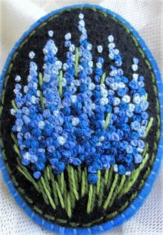 Fleur broderie French Knot Embroidery, Hand Embroidery Flowers, Silk Ribbon Embroidery, Crewel Embroidery, Hand Embroidery Designs, Floral Embroidery, Cross Stitch Embroidery, Embroidery Patterns, Seed Bead Crafts