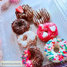 @somosumonly #doces #doce #donuts #donut #rosquinha #colorido Donuts, Doughnut, Desserts, Food, Meal, Beignets, Deserts, Essen, Hoods