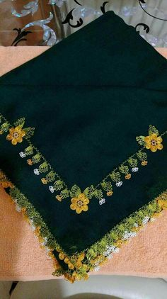 Needle lace Source by gulengorucu Needle Lace, Needle And Thread, Hand Embroidery Designs, Embroidery Stitches, Saree Tassels Designs, Saree Border, Embroidery Fashion, Filet Crochet, Knitted Shawls