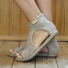 Best 12 Image may contain: shoes – SkillOfKing. Crochet Sandals, Crochet Boots, Crochet Slippers, Crochet Clothes, Diy Clothes, Knit Crochet, Crochet Shoes Pattern, Granny Square Crochet Pattern, Shoe Pattern