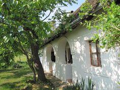 Szentbékkálla - helyreállításért felelős tervező: Mérmű Építész Stúdió Cool Landscapes, Landscape Paintings, Exterior Design, Interior And Exterior, European House, Country Life, Home And Garden, Cottage, Houses