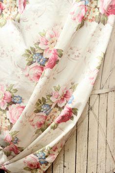 pretty vintage fabric... <3