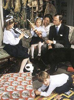 Princess Victoria Of Sweden, Princess Estelle, Princess Madeleine, Crown Princess Victoria, Swedish Royalty, Prince Carl Philip, Queen Silvia, New Star, Family Posing
