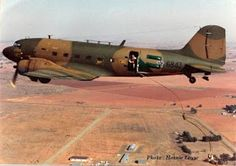 SADF Parabats @ 800 feet ready to jump! Air Force Special Operations, Airborne Army, Puff The Magic Dragon, South African Air Force, Parachute Regiment, Army Day, Vietnam War Photos, Paratrooper, Boat Design