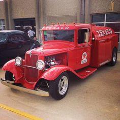 "morbidrodz: ""The best vintage cars, hot rods, and kustoms "" Hot Rod Trucks, Cool Trucks, Big Trucks, Pickup Trucks, Antique Trucks, Vintage Trucks, Antique Cars, Fuel Truck, Pompe A Essence"