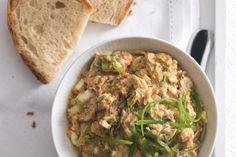 Škvarková pomazánka | Apetitonline.cz Japchae, Tofu, Green Beans, Beverages, Food And Drink, Chicken, Meat, Vegetables, Ethnic Recipes