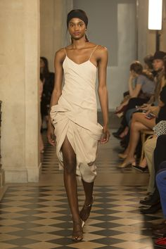 Jacquemus Spring 2018 Ready-to-Wear Fashion Show Collection