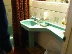 """""""Banjo top"""" sink - Rare vintage bathroom sink with integrated long curvy counter top - Retro Renovation Bathroom Tiles Images, Vintage Bathroom Sinks, Vintage Sink, Vintage Bathrooms, Bathroom Stuff, Bathroom Ideas, Mid Century Bathroom, Sink Organizer, Retro Renovation"""