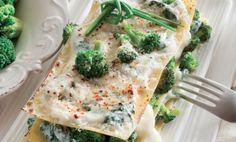 Lazane s brokolicou - Brokolica podobne ako kapusta patrí medzi hlúbovú zeleninu. Z brokolice sa využívajú stonky s tmavozelenými ružicami, ktoré sú natesno natlačené vedľa seba, ale nie tak veľmi ako pri karfiole. Má vysoký obsah vody, minerálov, karoténu a vitamínu C.
