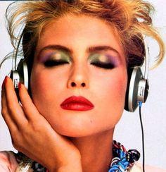 Eighties Fashion: red lipstick and rainbow eyeshadows (model: Kim Alexis)