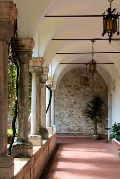 http://search.pricebuster-travel.com/Hotel/San_Domenico_Palace_Hotel.htm San Domenico Palace Hotel (Taormina, Sicily)