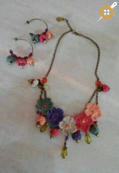 Mulher Rendeira // Inspiration Only. No - Diy Crafts Art Au Crochet, Knit Crochet, Crochet Bracelet, Crochet Earrings, Jewelry Crafts, Handmade Jewelry, Knitted Necklace, Knitted Jewelry, Jewelry Model